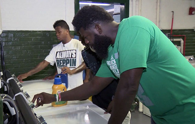 School Principal Installs Free Laundromat After Students Were Bullied For Wearing Dirty Clothes